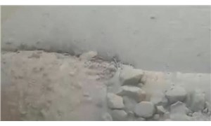 Ağrı Dağı'nın zirvesindeki buzullar eriyor, çamur ve taşlar yerleşim alanlarına geliyor