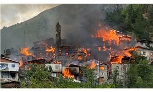 Artvin'de yangın: 20 ev kullanılamaz hale geldi