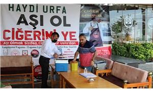 Urfa'da bir restoran Covid-19 aşısı olanlara kebap ikram ediyor