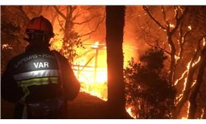 Fransa'nın Var bölgesinde orman yangını nedeniyle binlerce kişi tahliye edildi