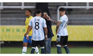 Brezilya-Arjantin maçında tarihi olay: Sağlık Kurulu yetkilileri sahaya girdi, maç ertelendi