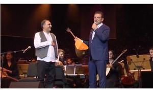 Erdal Erzincan, bağlamasını İmamoğlu'na hediye etti
