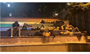 """""""Barınamıyoruz"""" diyen öğrenciler isyan etti: Parkta yattılar"""