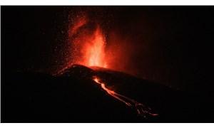 Cumbre Vieja yanardağının patlaması: Yüzlerce ev yandı, lavlar denize dökülürse şiddetli patlamalar olacak