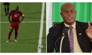 Interpol'ün aradığı Surinamlı siyasetçi, resmi futbol maçında oynadı