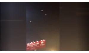 Işık gösterisinde arızalanan onlarca drone izleyicilerin üzerine düştü