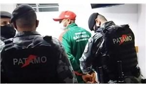 Hakeme saldıran futbolcu, maç sırasında gözaltına alındı