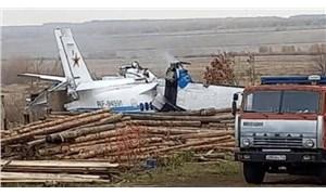 Tataristan'da paraşütçüleri taşıyan uçak düştü: 16 ölü
