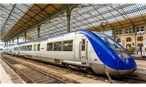 Fransa'da raylarda uzanan göçmenlere tren çarptı: 3 ölü, 1 yaralı