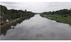 Endonezya'da nehir temizliğine yardım etmeye çalışan 11 çocuk boğularak öldü