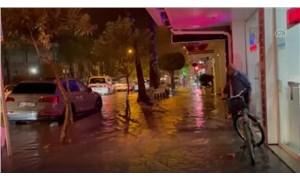 Fethiye'de şiddetli yağış nedeniyle bazı iş yerlerini su bastı