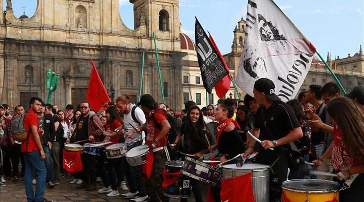 Kolombiya'da öğrencilerden kitlesel eylem