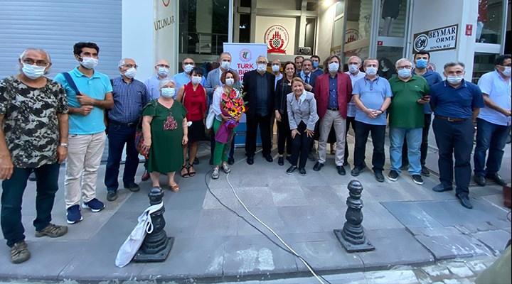 Rutkay Aziz, Yaşam Boyu Onur Ödülü'nü TTB'ye teslim etti
