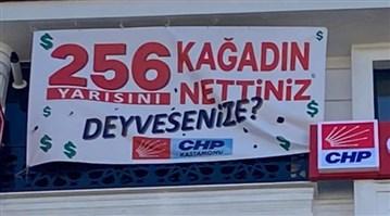 """CHP'nin """"256 kağadın yarısını nettiniz?"""" afişi kaldırıldı"""