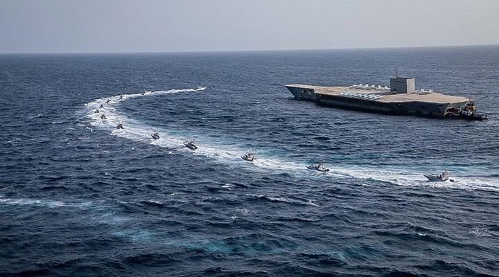 ABD savaş gemileri, İran botlarına uyarı ateşi açtı