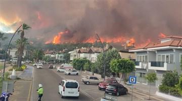 Marmaris'te, 1 fabrika, 27 ev ve 1 araç yandı