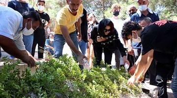 Antalya'da katledilen Azra, son yolculuğuna uğurlandı