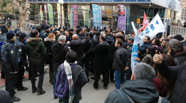 Ankara'da Kızılay protestosuna polis müdahalesi